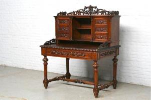Антикварное Письменное бюро. 19 век. 119x77x140 см. цена 3000 евро