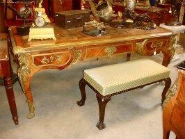 Большой антикварный письменный стол с бронзой. Около 1820 г. 196x90x77 см