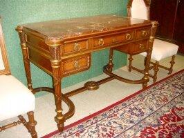 52. Антикварное Письменное бюро. 19 век. 127x65x80 см. Цена 3500 евро