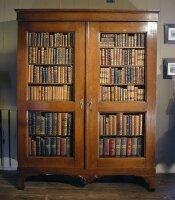 13. Антикарный Книжный шкаф. 1780 год. 201x15x339 см. Цена 10000 евро.