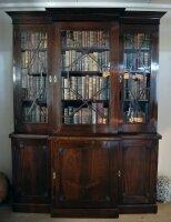 16. Антикарный Книжный шкаф. Около 1820 года. 222x167x50 см. 10000 евро.