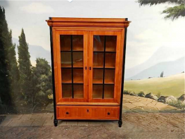 17. Антикарный Книжный шкаф. 19 век. 130x47x185 см. Цена 4000 евро.
