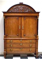 24. Антикарный Шкаф. 1800 год.