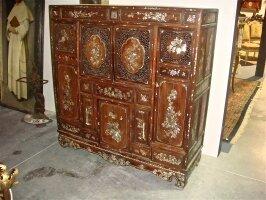 51. Антикварный Китайский шкаф. XIX век. 134х46х139 см. Цена 5300 евро