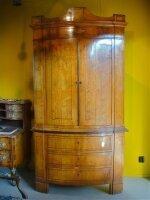 40. Антикарный Шкаф угловой. Около 1800 года.