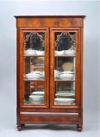 62. Книжный шкаф. Около 1870 г. 107x180x40 см