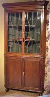 66. Угловой антикварный книжный шкаф. 1800 г. 202x175x77 см