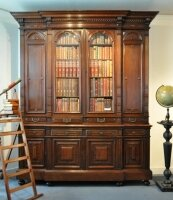 Большой антикварный книжный шкаф. Ренессанс. 1860-1880 гг. 263x208 см. Цена 7800 евро.