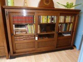 Антикварный Книжный шкаф. Арт-Деко с раздвижными дверцами. 113x172x35 см. Цена 965 евро