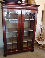 Антикварный Книжный шкаф. 19 век. 148x103x44 см. Цена 2500 евро