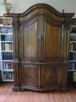 Антикварный шкаф. Массив дуба. 210x40-50x140 см. Цена 1200 евро