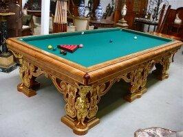 10. Антикварный Комплект: билярдный стол, подставка под кии, люстра. Около 1900 года. Цена 125000 евро.