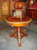 43. Антикварный Стол. Около 1870 года. 81x76 см. Цена 2800 евро.