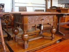 60. Антикварный Маленький столик. Около 1800 года. 110x75x76 см.