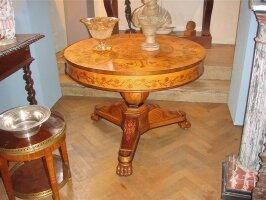 72. Антикварный Круглый стол с маркетри. 19 век. 96х76 см. Цена 3700 евро