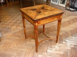 74. Антикварный Раскладной столик. 19 век. 78х78х67 см. Цена 2000 евро