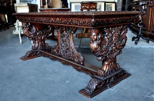 85. Антикварный Резной стол. Около 1870 г.