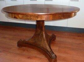 23. Круглый антикварный стол. Диаметр 114 см. 500 евро.