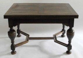 Раздвижной обеденный антикварный стол. 120-220x90x76 см и 4 стула. XIX век. Цена 1400 евро