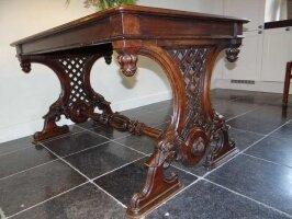 Антикварный Резной обеденный стол. 19 век. 140x90x80 см. Цена 1450 евро