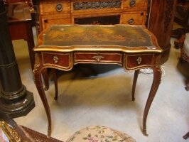 Антикварный Столик. Около 1800 года