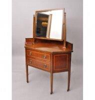 Угловой антикварный туалетный столик с зеркалом и ящиками. 1900 г. Англия. Высота 150 см. Цена 1250 евро