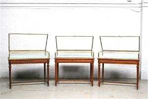 37. Три антикварных стола-витрины. Около 1900 г. Цена 6500 евро Проданы.