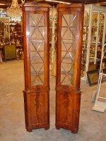 3. Парные угловые антикварные витринки. 19 век.