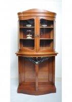 Антикварный шкаф-витрина. Греций орех. 1880-1890 гг. Дания. 181x91x35 см. Цена 3000 евро