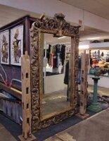 Антикварное настенное зеркало в резной раме. 19 век. Высота 250 см. Цена 2300 евро
