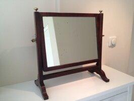 Антикварное Настольное зеркало. Красное дерево, медная фурнитура. Англия. 1880-1900 гг. 40x40x20 см.